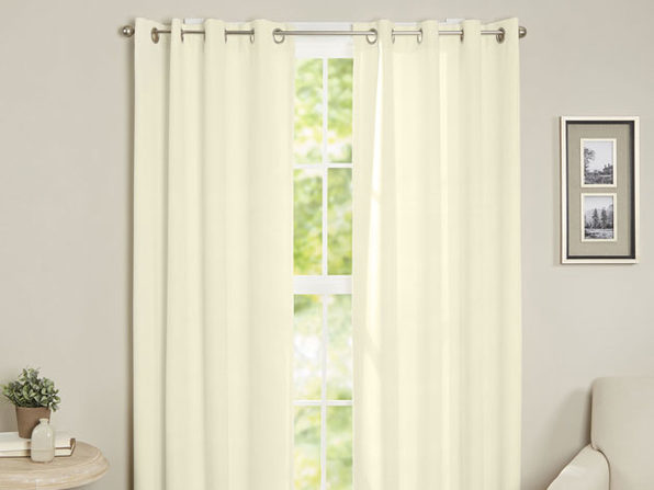 Maria Thermal Blackout Grommet-Top Curtain: 1 Panel (Ivory)