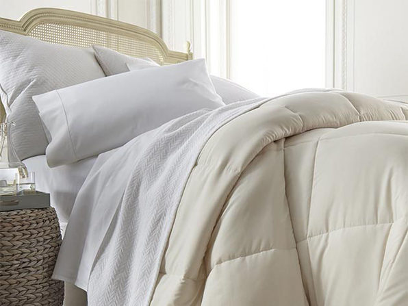 iEnjoy Home Down Alternative Comforter (Ivory/Queen/Full)