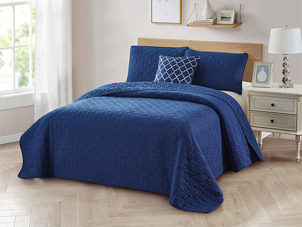 Bibb Home 4-Piece Quilt Set with Embroidered Pillow  (Navy/Full/Queen)
