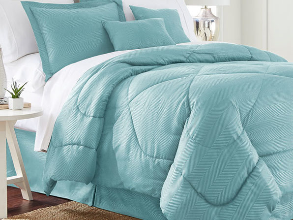 Chevron Comforter 6-Piece Set in Queen (White)