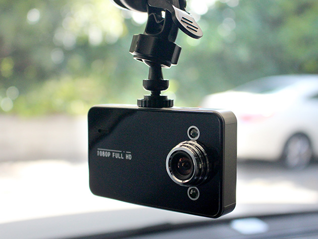 This dash camera features HD camera quality and 600 mAH of battery life