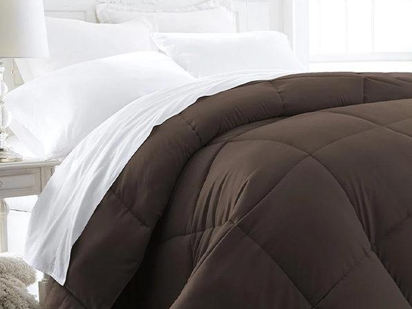 iEnjoy Home Down Alternative Chocolate Comforter (Full/Queen)