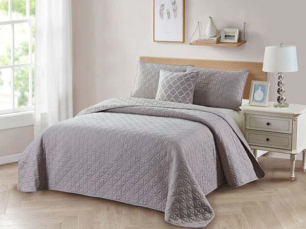 Bibb Home 4-Piece Quilt Set with Embroidered Pillow (Taupe - Full/Queen)