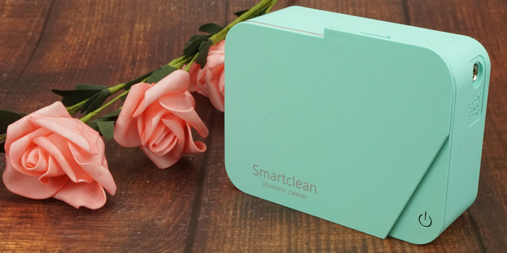 A Smartclean jewelry cleaner