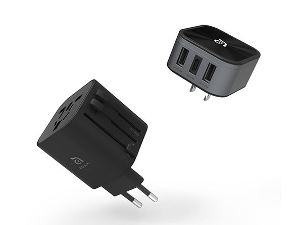 OMNIA T3 Universal Travel Adapter