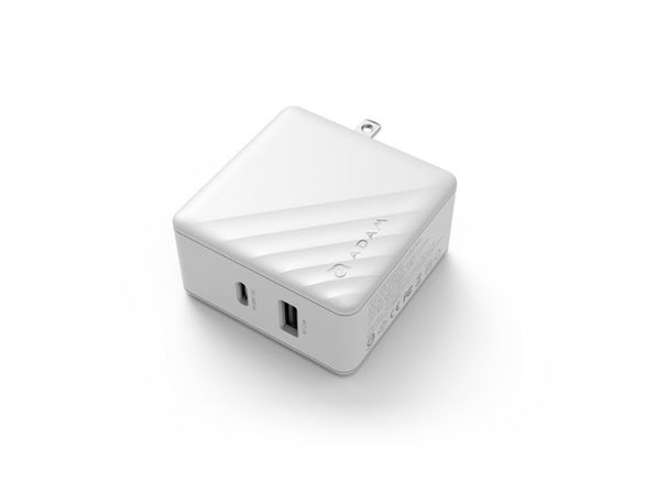 Omnia P5 Wall Charger + Travel Plugs