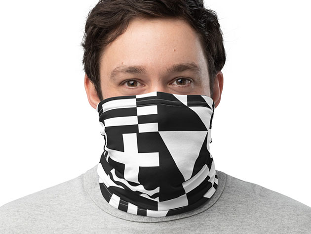 A person wearing a neck gaiter