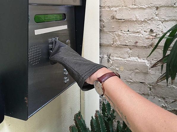 Snapback Glove
